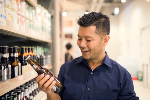 Man shopping for beer photo for craft beverage introduction post